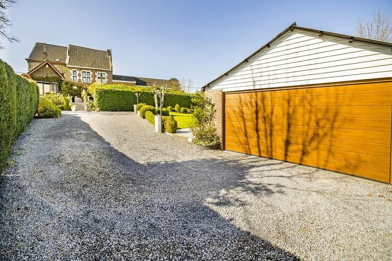 House for sale in Housse