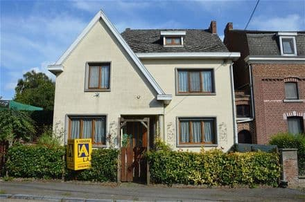 House<span>100</span>m² for rent Avennes