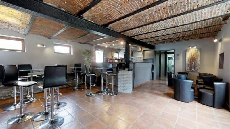 Farmhouse for sale in Saintes