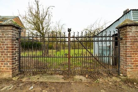 Land<span>2000</span>m² for rent Orp Le Grand