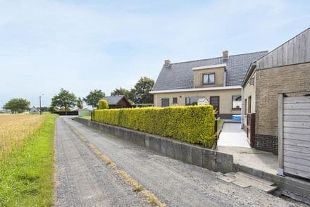 House<span>180</span>m² for rent Tielt
