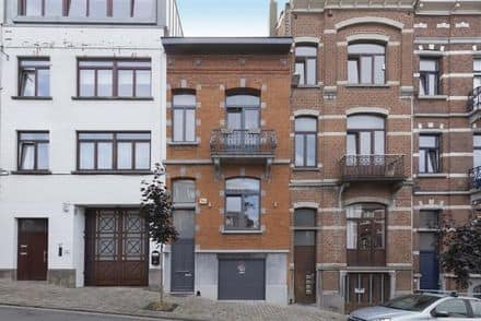 House<span>240</span>m² for rent