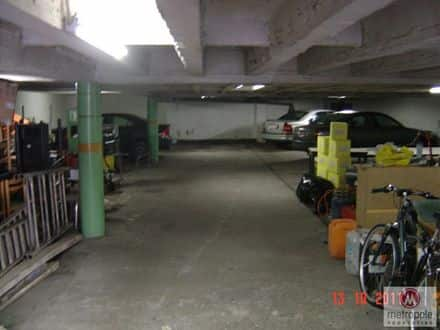 Parking ou garage<span>350</span>m² à louer