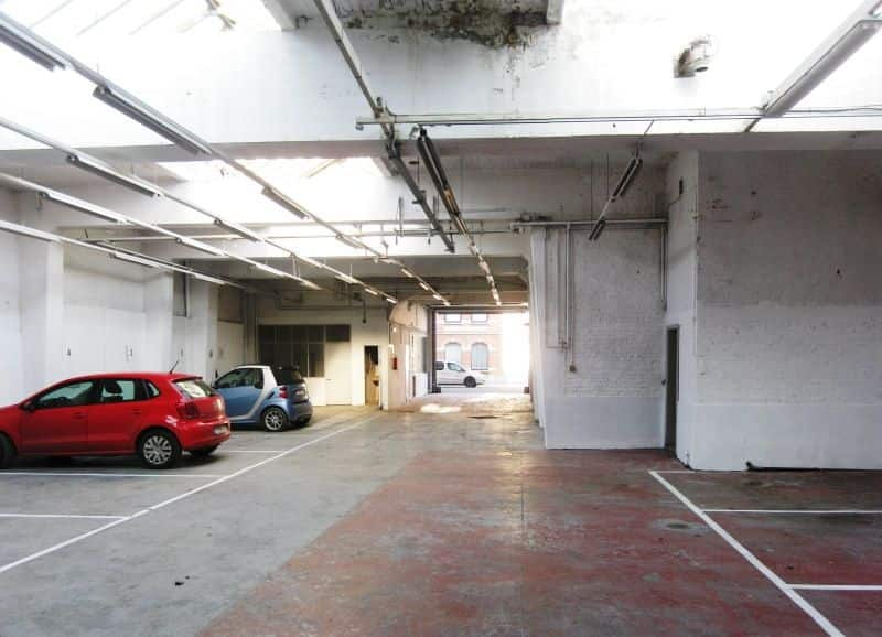 Parking ou garage louer jette 50 logic for Garage ou local a louer
