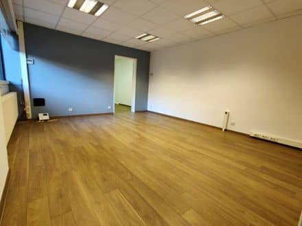 Business<span>65</span>m² for rent