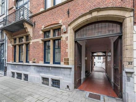 House<span>550</span>m² for rent Brussels