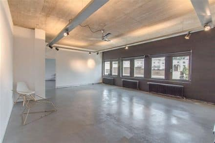 Office<span>42</span>m² for rent