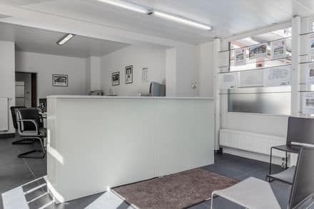 Business<span>74</span>m² for rent