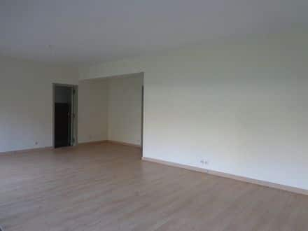 Ground floor flat<span>160</span>m² for rent