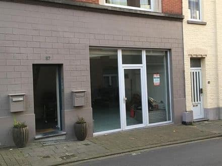 Business<span>200</span>m² for rent