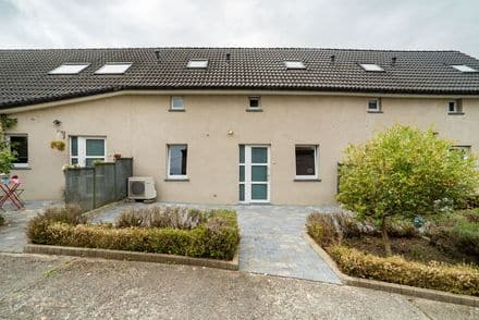 House<span>726</span>m² for rent