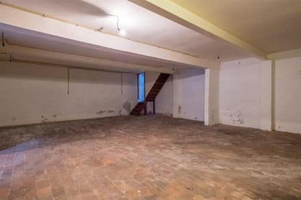 House<span>332</span>m² for rent