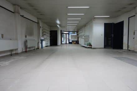 Shop<span>212</span>m² for rent