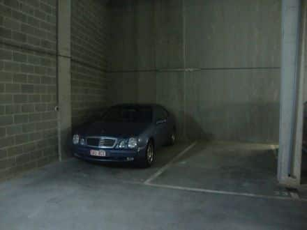 Parking ou garage<span>18</span>m² à louer