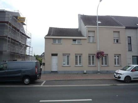 House<span>235</span>m² for rent