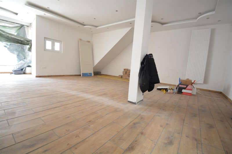 Office or business for rent in Gilly