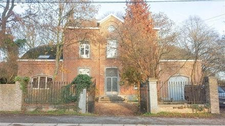 House<span>494</span>m² for rent