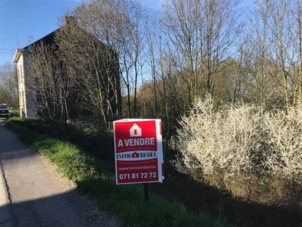 Land<span>448</span>m² for rent Farciennes