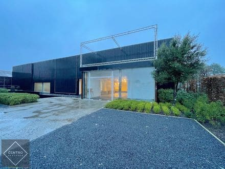 Industrial building<span>915</span>m² for rent