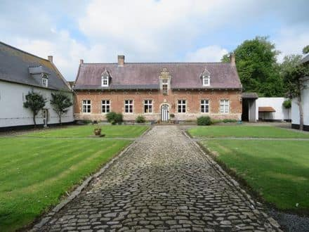 Castle<span>720</span>m² for rent