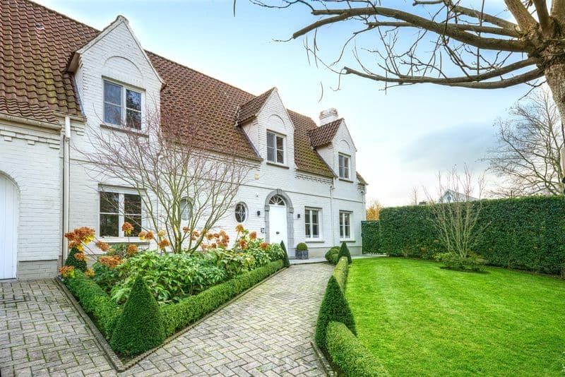 Villa for sale in Braine L Alleud