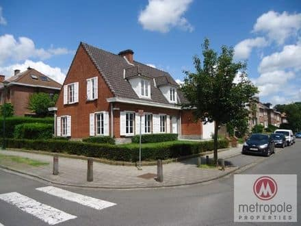 Villa<span>200</span>m² for rent Sint Pieters Woluwe