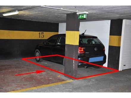 Parking ou garage<span>12</span>m² à louer