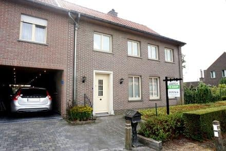 Semi-detached house<span>247</span>m² for rent