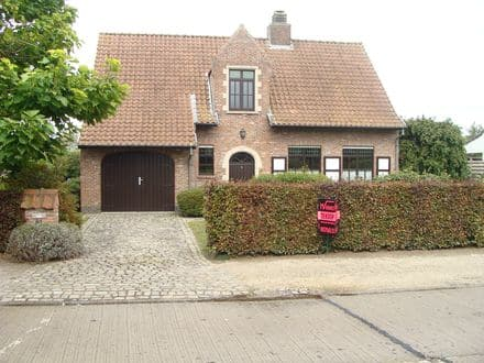 House<span>150</span>m² for rent Zomergem
