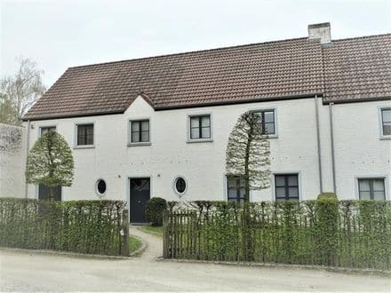 House<span>220</span>m² for rent