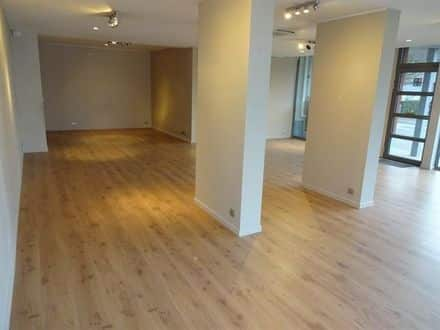 Business<span>90</span>m² for rent