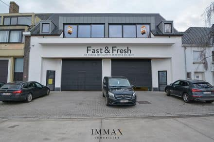 Warehouse<span>700</span>m² for rent