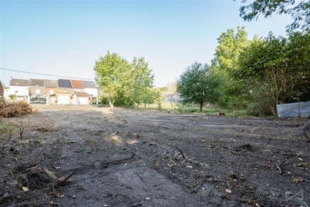 Land<span>768</span>m² for rent Mons