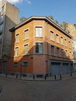 Investment property<span>850</span>m² for rent Brussels
