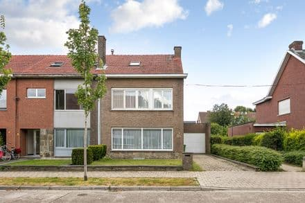 House<span>191</span>m² for rent Mortsel