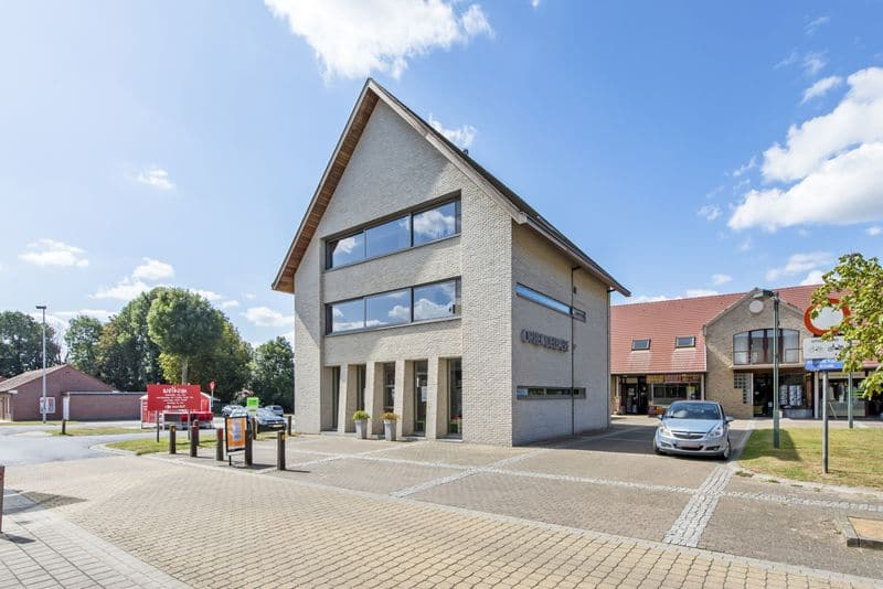Office or business for sale in Pittem