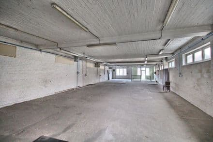 Office or business<span>750</span>m² for rent