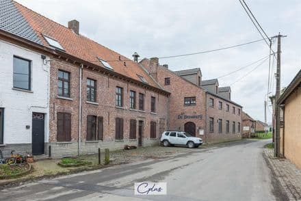 House<span>1454</span>m² for rent Zwalm
