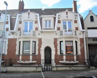 House<span>300</span>m² for rent Overboelare