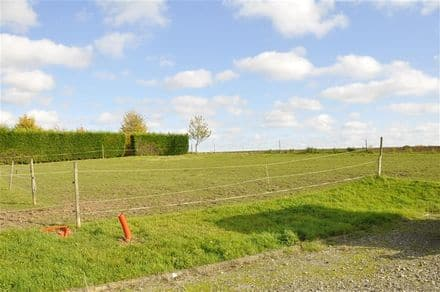 Land<span>1070</span>m² for rent Remicourt