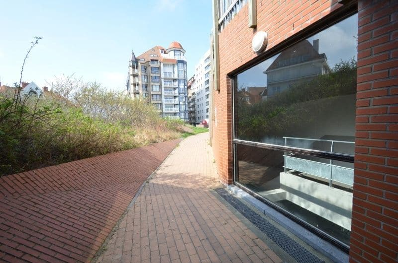 Parking space or garage for rent in Duinbergen