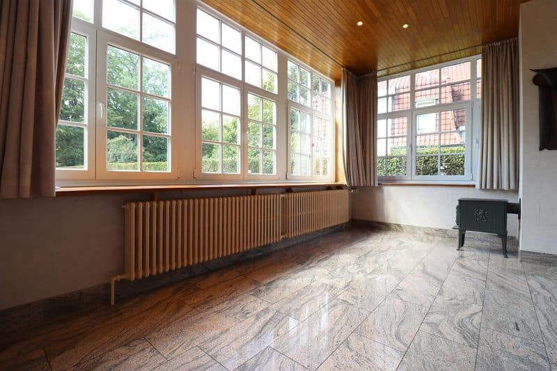 Office or business for sale in La Hulpe