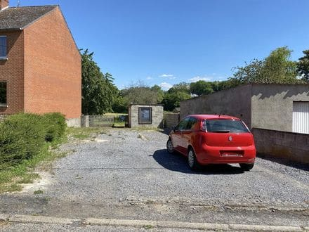 Land<span>370</span>m² for rent Le Roeulx