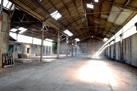 Warehouse<span>560</span>m² for rent