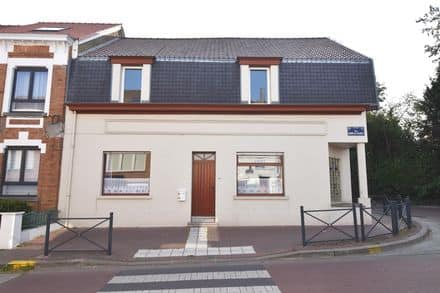 House<span>196</span>m² for rent