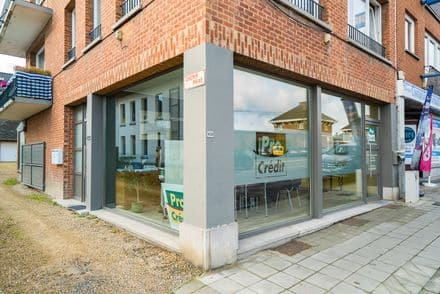 Office or business<span>71</span>m² for rent Saint Servais