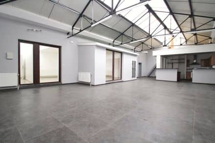 Office<span>335</span>m² for rent