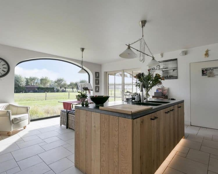 Villa for sale in Oostkerke