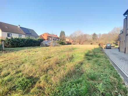 Land<span>2852</span>m² for rent