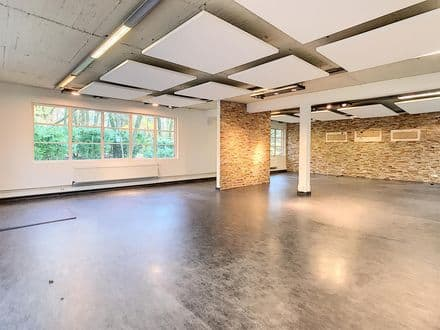 Office<span>250</span>m² for rent